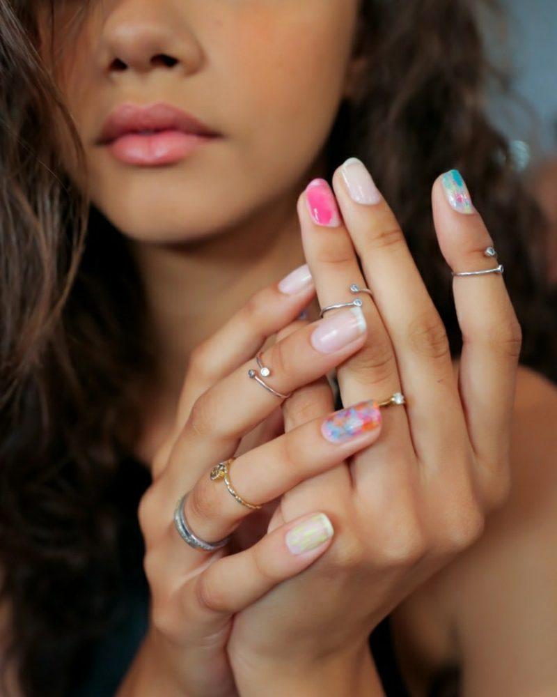 Fingernägel simples Design Pastellnuancen