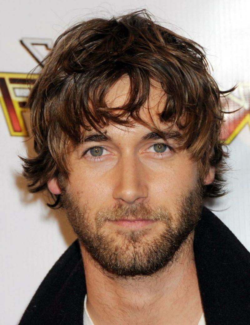 Trendfrisuren 2015 für Männer mittellange Haare zerzauster Look