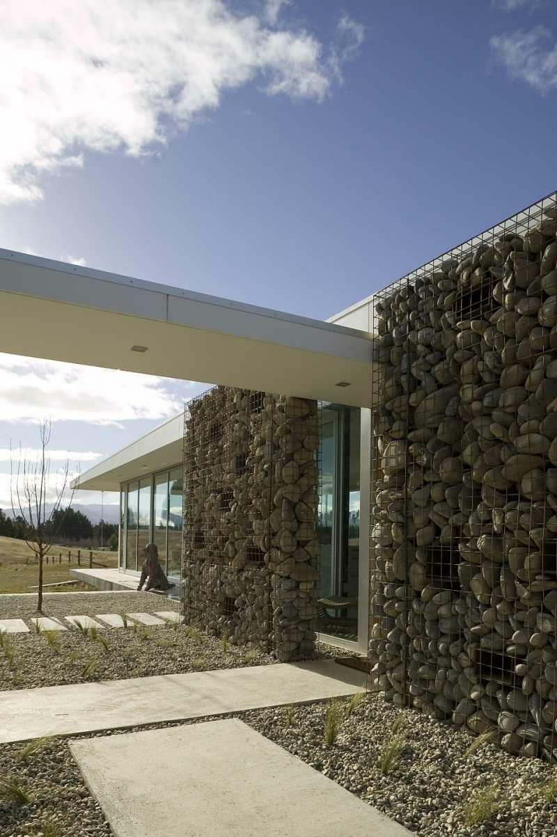 Gabionenwand als Sichtschutz im Gartenbereich