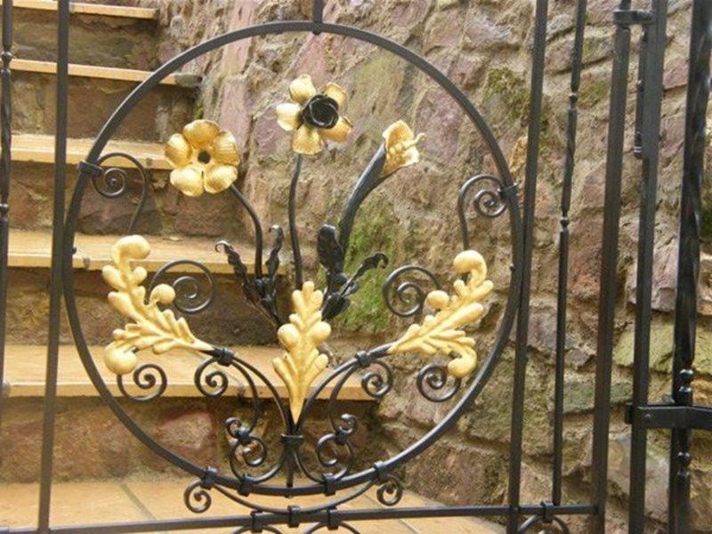 Metallgartentore beautiful flowers leaves bronze