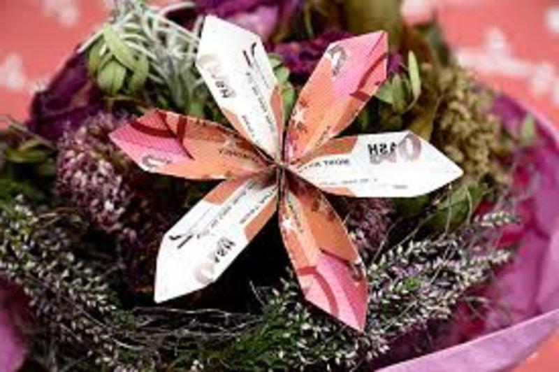 DIY Geldschein zur Blume falten