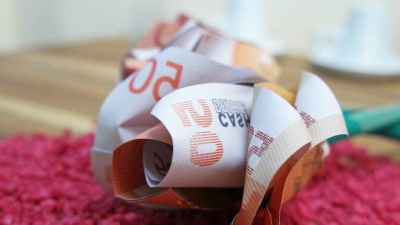 originelle Rose aus Geldscheinen