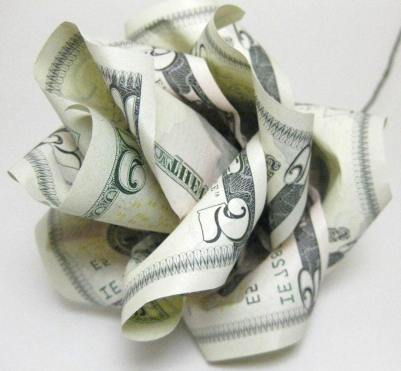herrliche Rose aus Geldscheinen
