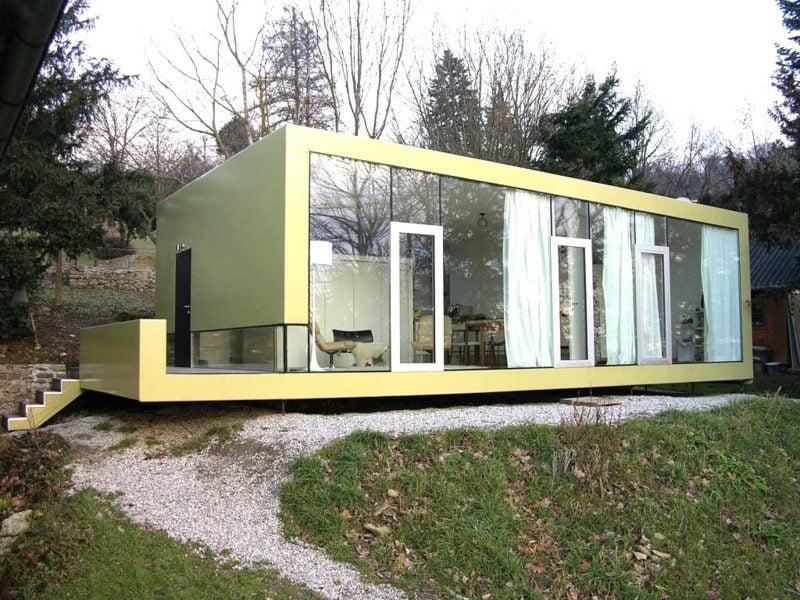 modernes Haus mit Glasfassade