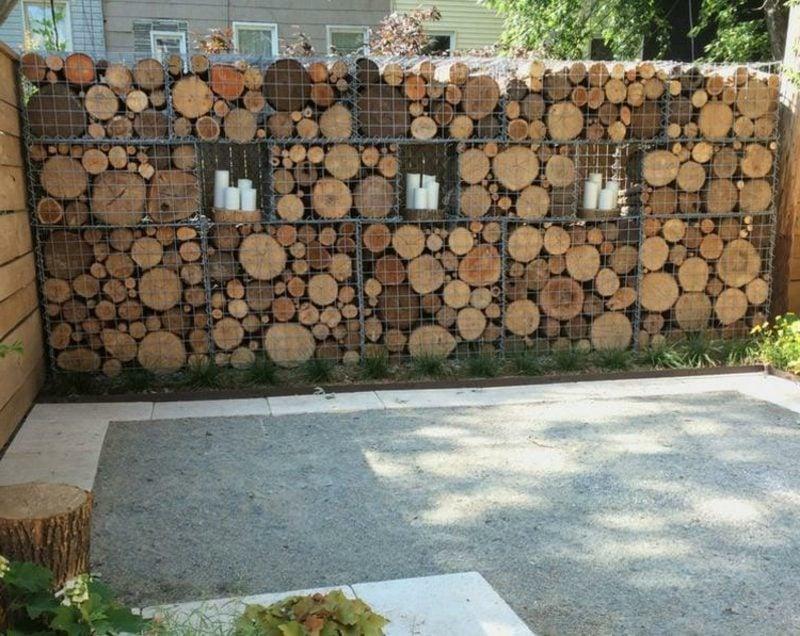attraktive Gabionenwand aus Holz
