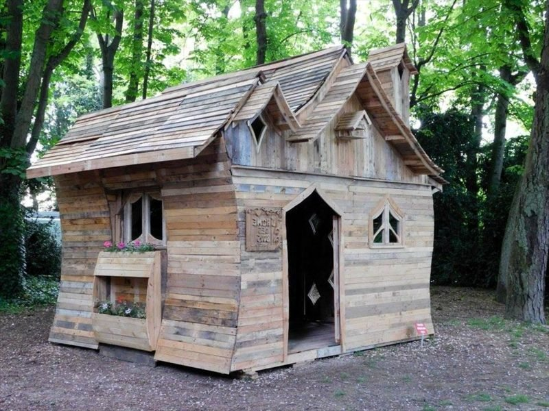 holzbungalow fancy wooden pallet house built for fun