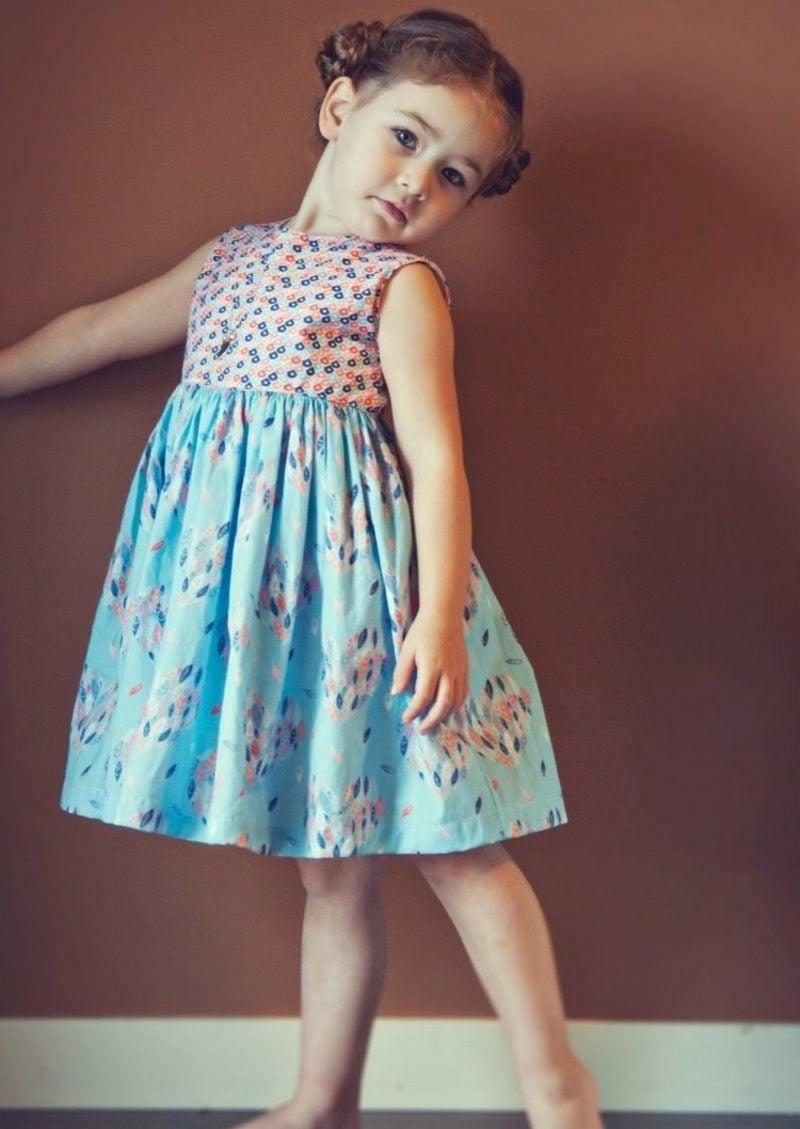 kurzes Sommerkleid im Blau