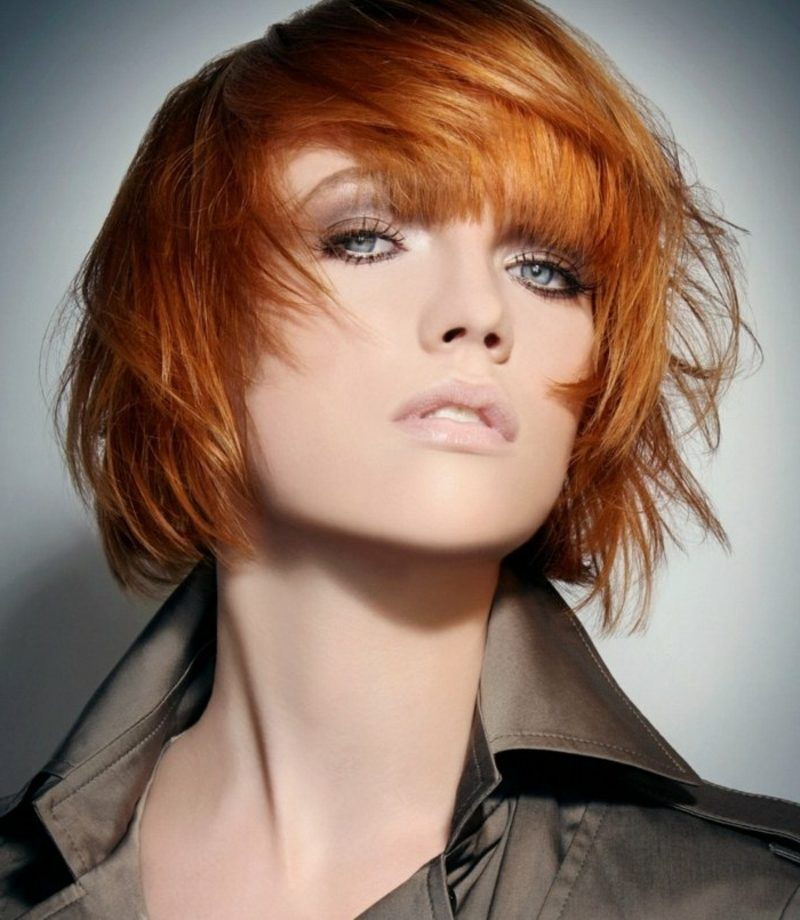 originelle kurze Frisur rote Haare Kupfernuance Haarfärben Mondkalender