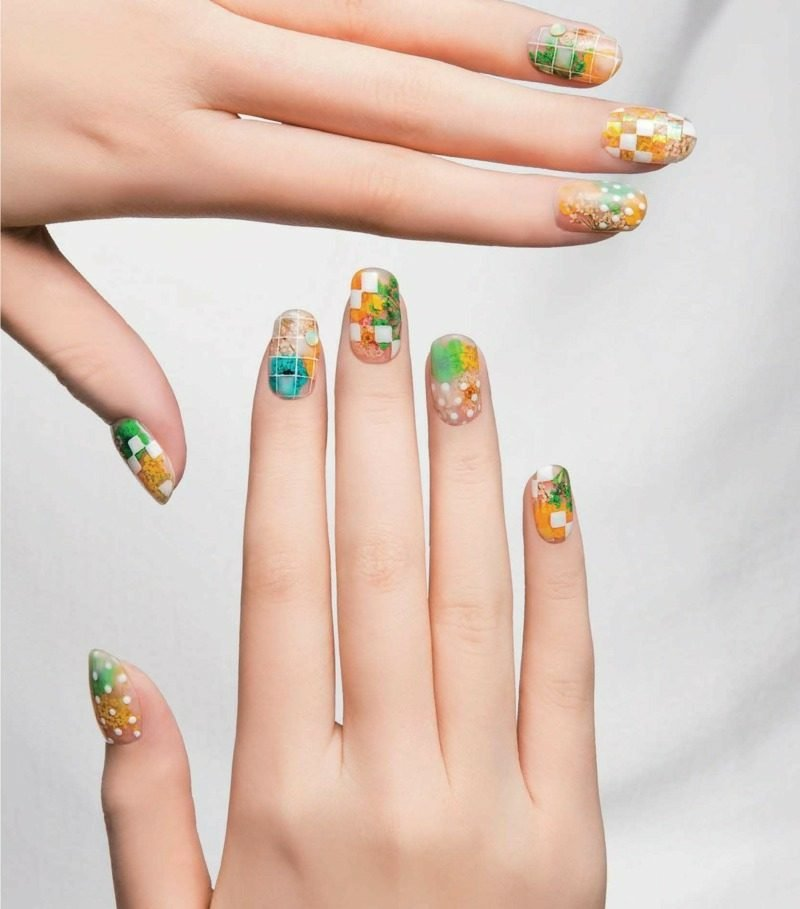 originelles Nageldesign Frühling geometrische Motive