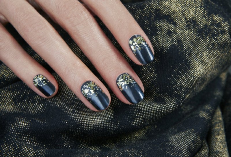 Fingernägel in Tiefblau Nageldesign Winter 2016