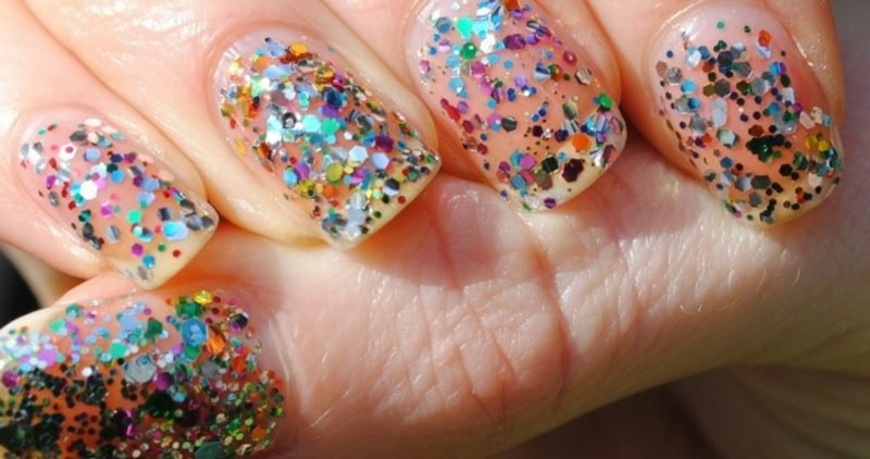 originelles Nageldesign Glitzer