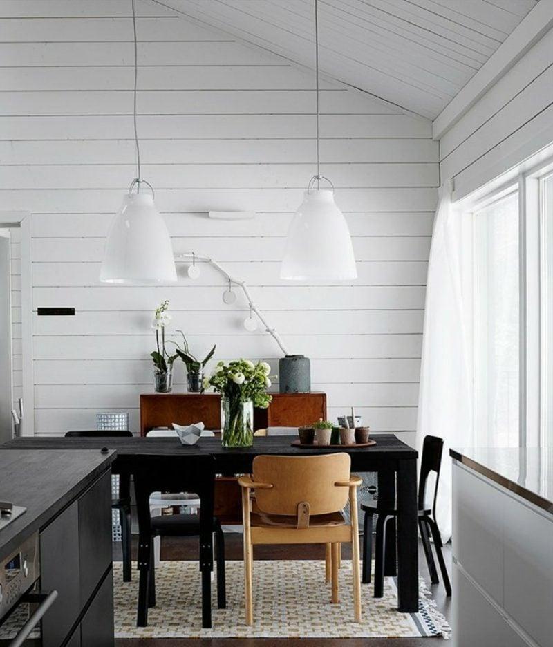 skandinavisch wohnen schwarz esstisch hell holz stuhl