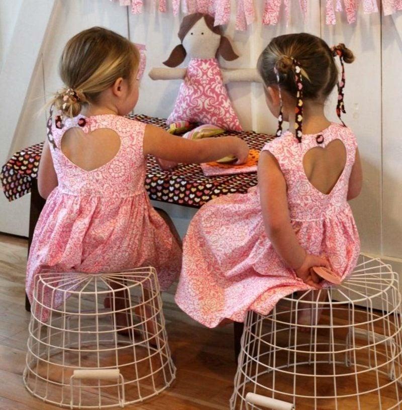 Kinderkleidung nähen originelle Kleider mit Herz-Ausschnitt