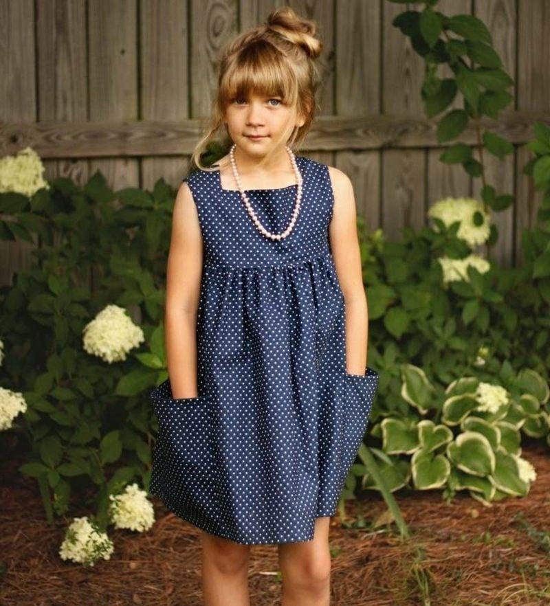 Kinderkleidung nähen elegantes Kleid im Dunkelblau