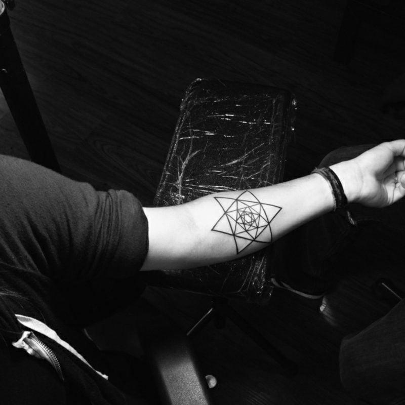 Tattoo Stern Unterarm geometrisches Design