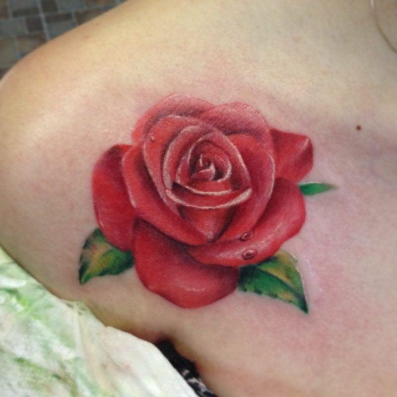 rote Rose Tattoos für Frauen