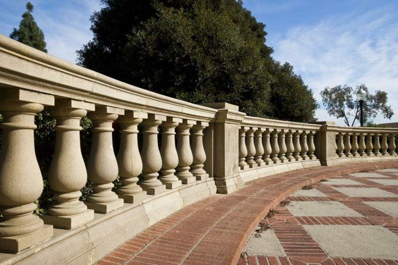 terrassengelander carved in stone