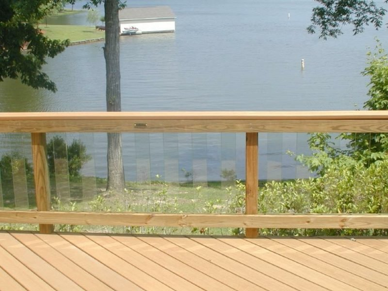 terrassengelander glass railing on lake
