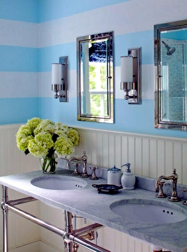 badgetsaltung ideen rustikalen stil mit blumen kombiniert verleiht dem bad einen maritimen look