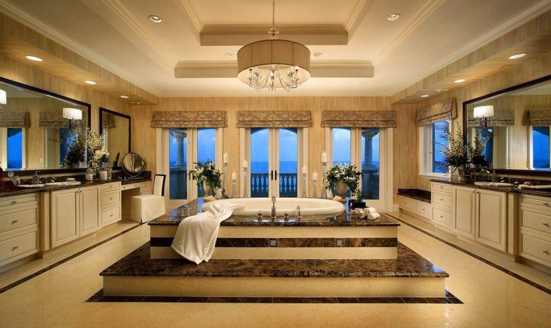 badgetsaltung ideen für großes luxusbad mit edler keramik und jacuzzi in der mitte