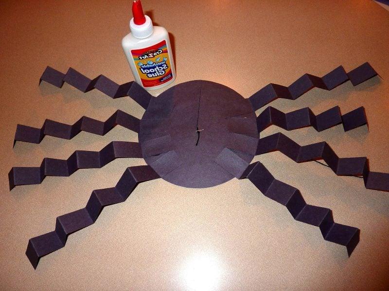 Bastelvorlagen für hängende Spinne: Schritt 4