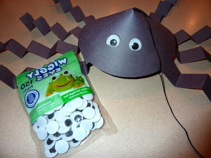 Bastelvorlagen für hängende Spinne: Schritt 5