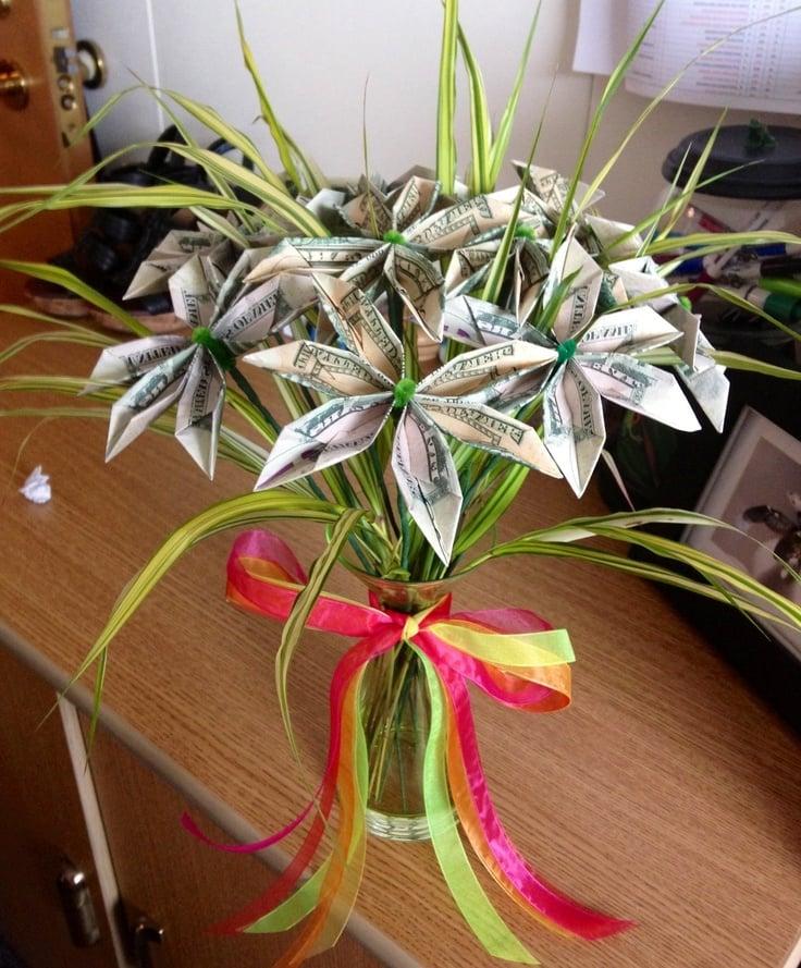 Blume Geldscheine falten: Anleitung zum Selbermachen - Deko & Feiern - ZENIDEEN