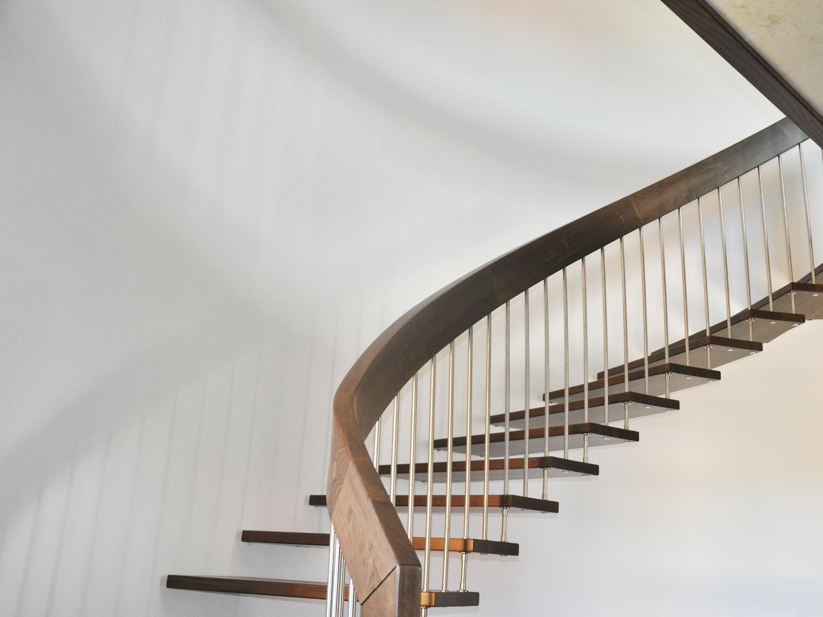 28 ideen f r bolzentreppe schlichte eleganz. Black Bedroom Furniture Sets. Home Design Ideas