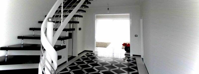 Bolzentreppe in einem schwarz-weißen Design