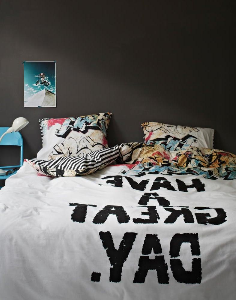 Lassen Sie coole Bettwäsche mit Sprüchen ausdrucken