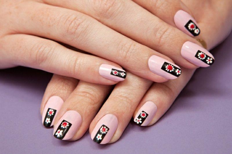 Fingernägel mit Glitzern rosa Nagellack