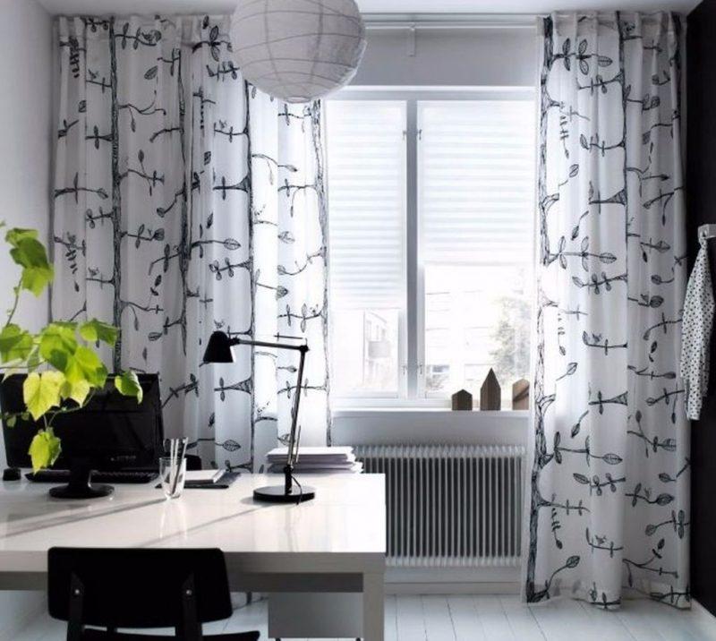 Fenstergestaltung mit Vorhängen wirkt hervorragend im Arbeitszimmer