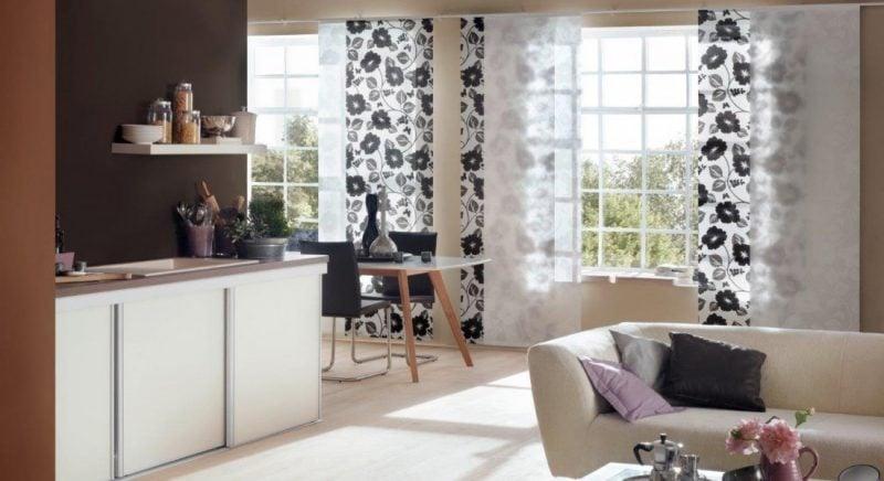 Fenstergestaltung mit Flächen und Vorhängen