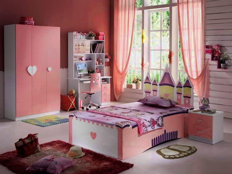 Im Kinderzimmer passen Vorhänge für Fenstergestaltung