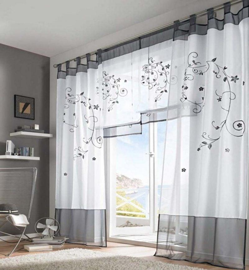 Kombinieren Sie kurze und lange Vorhänge für moderne Fenstergestaltung