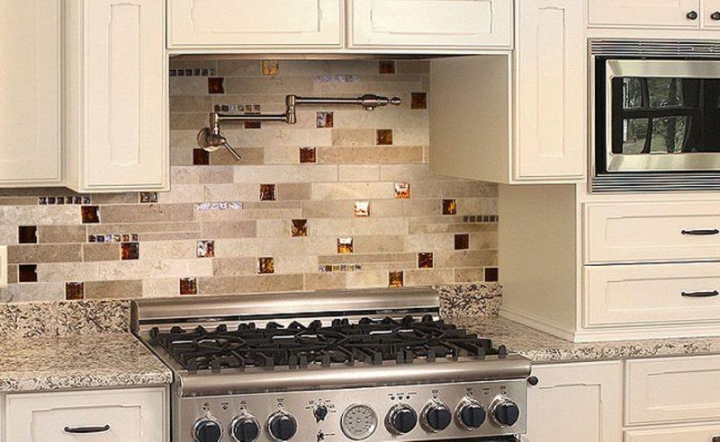 folie kuchenruckwand in creme farben schützt die oberfläche und sieht schön aus