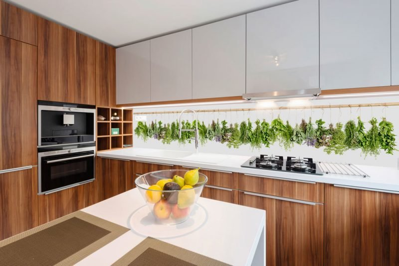 helle folie kuchenruckwand erweitert optisch die küche