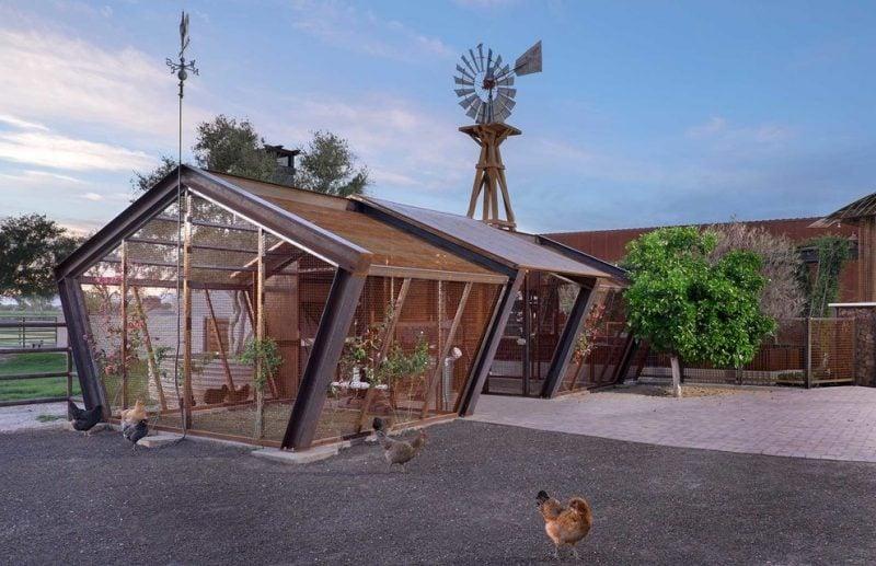 Moderne Gartenhütten aus Holz und Glas wirken minimalistisch