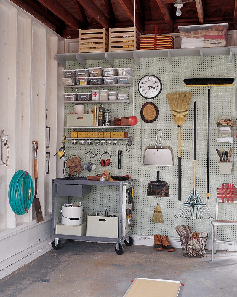 Gartenhütten bieten Ordnung für Gartenwerkzeuge an