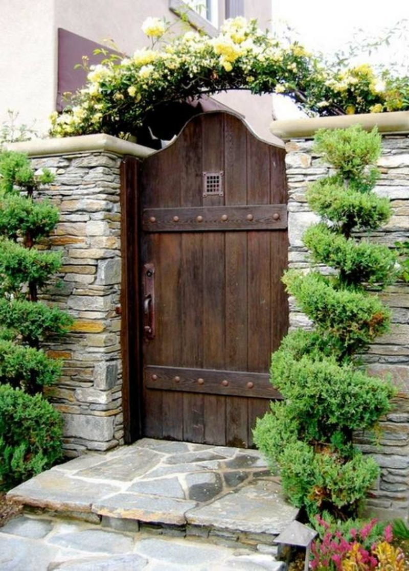 Redwood Vs Cedar >> Gartentor Holz - rustikales vs. modernes Design - Garten ...