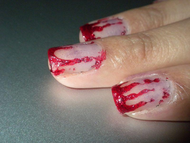 Gelnägel Motive für Halloween: Schaffen Sie Blut-Effekt mit rotem Glitter