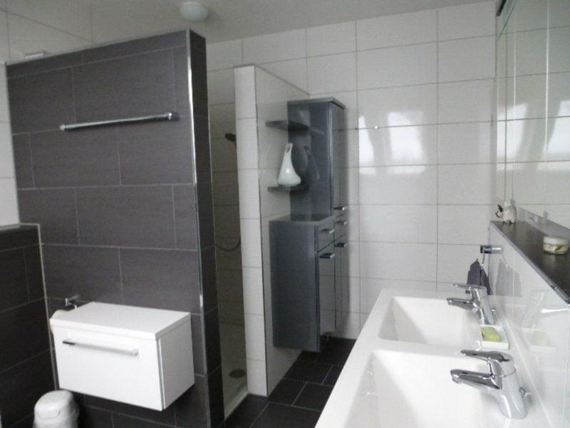 gemauerte Dusche und Duschkabine