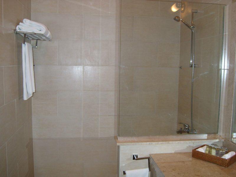 vorteile nachteile begehbare dusche raum und. Black Bedroom Furniture Sets. Home Design Ideas