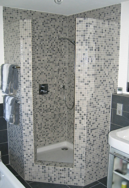 Gemauerte dusche als blickfang im badezimmer vor und Badezimmer mosaikfliesen
