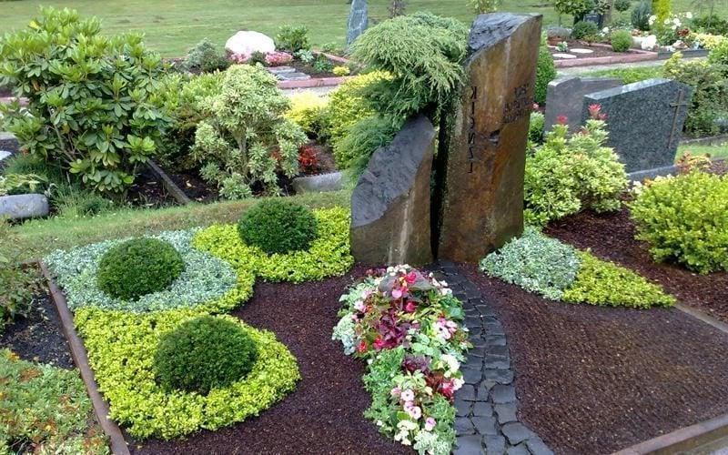grabbepflanzung pflege