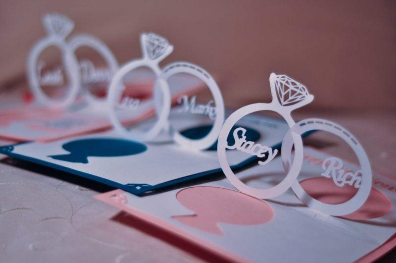 interessante hochzeitskarten basteln mit ringen auf der vorderseite