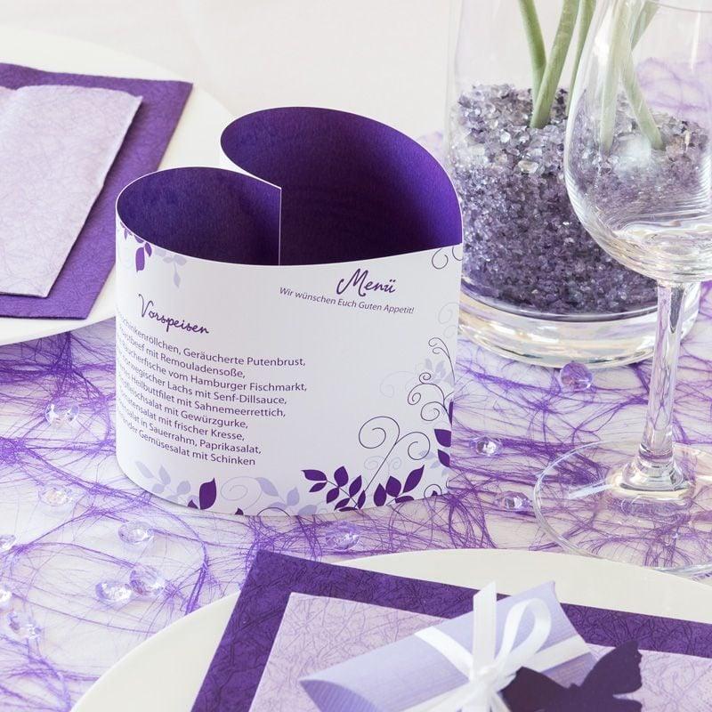 hochzeitskarten basteln lila menükarte in form von einem herzen