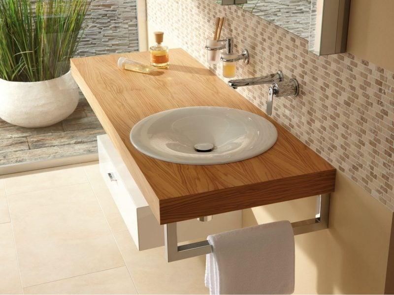 holz waschtischplatte verleiht optische erweiterung im bad