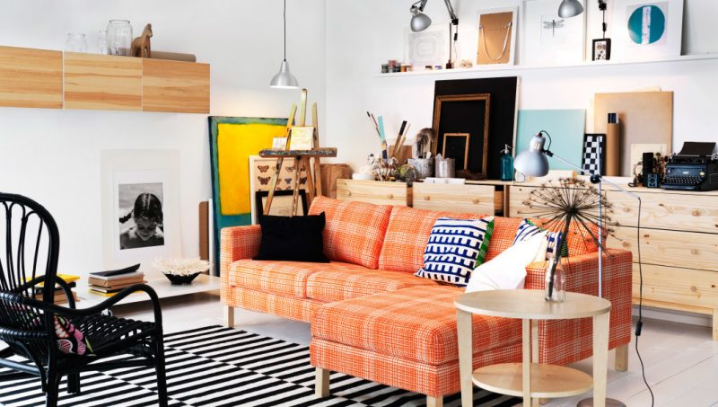Mit Klebfolien kann Ikea Besta Regal ein Holz-Look besitzen