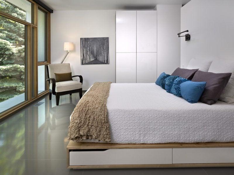 Ikea Besta Regal unter dem Bett